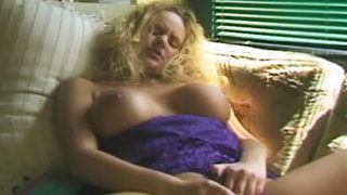 Uber-cute Blondie Demonstrates Off Her Phat Bosoms