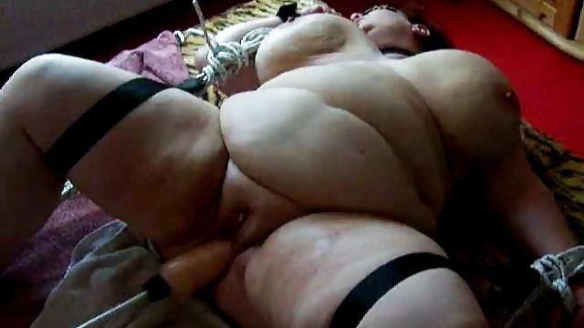 Порно ролики отымели огромным толстым членом